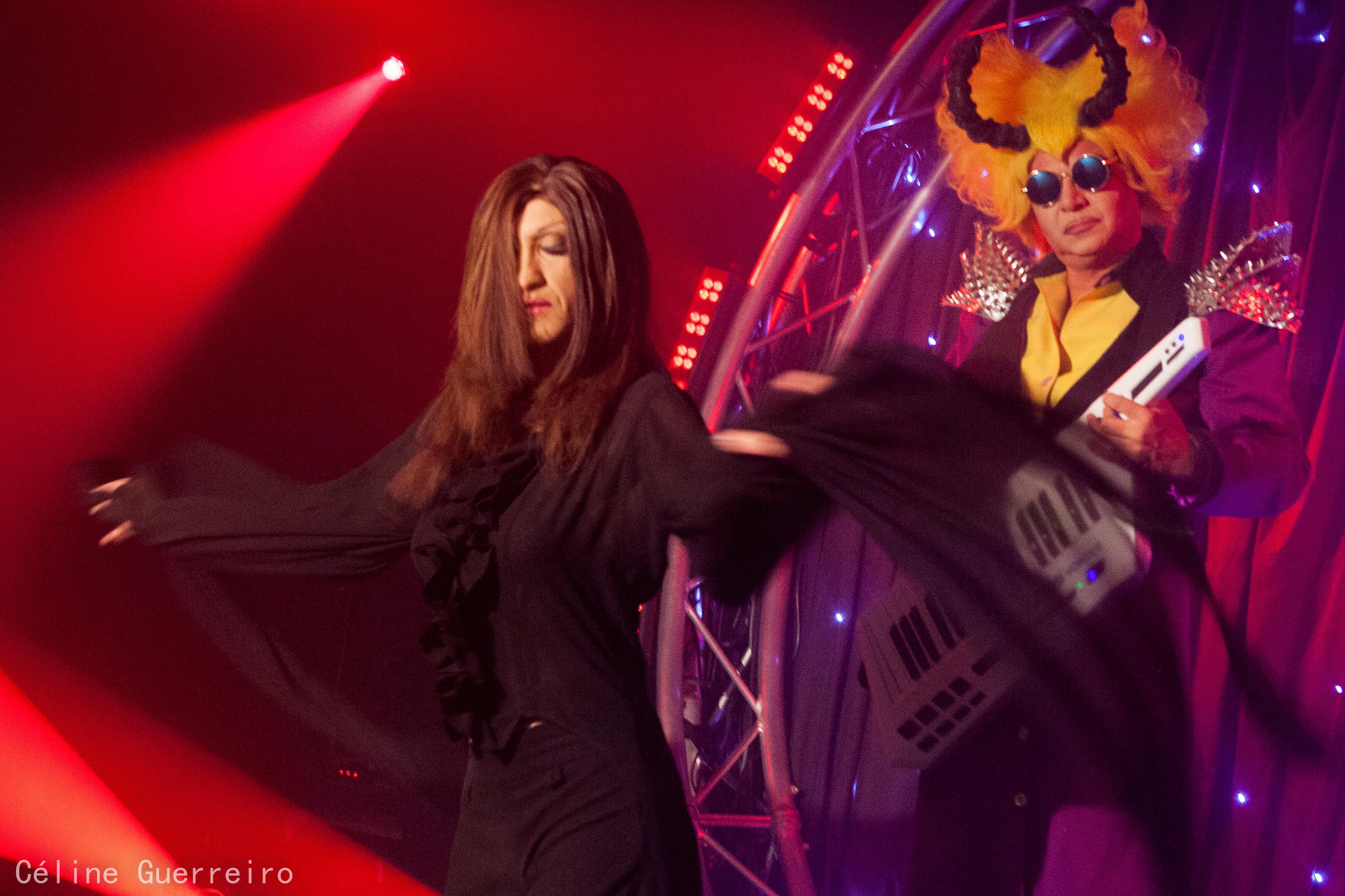 Artishow cabaret le plus chaleureux des cabarets parisiens for Cabaret onirique